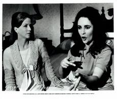 Elizabeth Taylor And Julie Harris REFLECTIONS IN A GOLDEN EYE 1967 +-20*25.5cm JOHN HUSTON FILM DIRECTOR CINEMA - Beroemde Personen