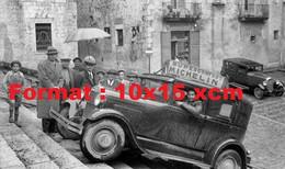Reproduction D'une Photographie Ancienne D'une Automobile Montant Des Escaliers Avec Publicité Superconfort Michelin - Riproduzioni