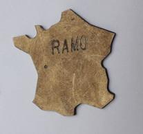 QQ219 Pin's Carte De France RAMO Ramonage Cheminée Achat Immédiat - Amministrazioni