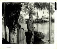 Robert Mitchum And Deborah Kerr  HEAVEN KNOWS MR ALLISON 1957  +-20.5*25.5cm JOHN HUSTON FILM DIRECTOR CINEMA - Beroemde Personen