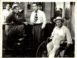 Harry Lewis, Humphrey Bogart, Lionel Barrymore KEY LARGO 1948  +-18.5*26cm JOHN HUSTON DIRECTOR CINEMA - Beroemde Personen