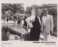 Albert Finney James Villiers UNDER THE VOLCANO  +-20*25.5cm JOHN HUSTON FILM DIRECTOR CINEMA - Beroemde Personen