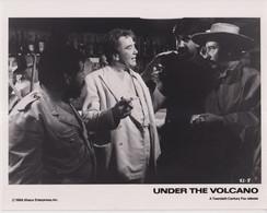 Albert Finney The Consul Inside El Farolito Bar  UNDER THE VOLCANO 1984 +-20*25.5cm JOHN HUSTON FILM DIRECTOR CINEMA - Beroemde Personen