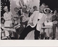 Aileen Quinn And Albert Finney  ANNIE 1982 +-20.5*25.5cm JOHN HUSTON FILM DIRECTOR CINEMA - Beroemde Personen