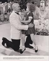 Aileen Quinn And Albert Finney As Annie And Daddy Warbucks ANNIE 1982 +-20*25.5cm JOHN HUSTON FILM DIRECTOR CINEMA - Beroemde Personen