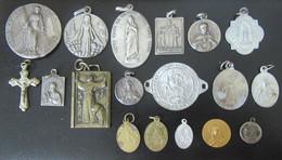 Lot De 18 Médailles Religieuses Diverses En Métal Argenté Et Doré - Religione & Esoterismo