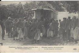 GUERRE 1914 1918 TIRAILLEURS ALGERIENS BLESSES INSTALLES DANS LES AUTOBUS AMBULANCE - War 1914-18