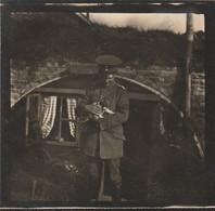 Photo 14 18 Secteur Lille, Lambersart - Soldat Allemand Devant Son Abri Avec Un Chiot, Chien (A231, Ww1, Wk 1) - War 1914-18