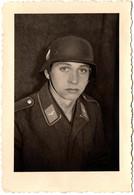 Photo Originale Guerre 1939/45 Portrait D'un Jeune Soldat Casqué De Le Wehrmacht Vers 1930/40 - Guerre, Militaire