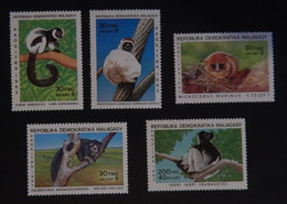 "MADAGASCAR YT 693/697 NEUFS*MNH 'LEMURIENS"" ANNÉE 1983 - Madagascar (1960-...)"