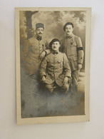CARTE PHOTO 3 MILITAIRES 2 DU 6eme REGIMENT ET UN DU 156 Eme REGIMENT - Oorlog 1914-18