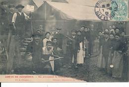 Fougères (35 Ille Et Vilaine) Grève De Fougères En Attendant- Grévistes Phot Chopin édit Dépositaire Du Nouvelliste 1906 - Fougeres
