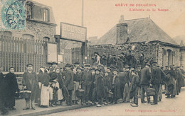 Fougères (35 Ille Et Vilaine) Grève De Fougères Attente De La Soupe Bourse Du Travail Phot Chopin édit Nouvelliste 1906 - Fougeres