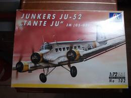 "Maquette Plastique - Avion Junkers JU-52 ""Tante Ju"" 3M (G5-G9) Au 1/72 - Italeri N°102 - Airplanes"