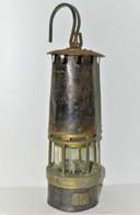 BELLE ANCIENNE LAMPE De MINEUR Avec Son Verre BACCARAT Complète JUS DE GRENIER - Arte Popular