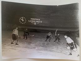 Photo De Sport. Match De Hockey Sur Glace. Patinoire. Casque. - Sporten