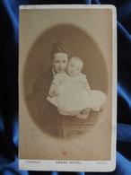 Photo CDV Chambay à Paris - Jeune Femme Avec Bébé, Circa 1880 L556A - Old (before 1900)