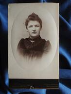 Photo CDV G. Heuberger à Mulhouse - Jeune Femme Portrait Nuage Embossé, Circa 1890 L556A - Old (before 1900)
