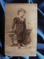 Photo CDV Schoepflin à Mulhouse - Jeune Enfant Sur Une Rembarde, Circa 1890-95 L556A - Old (before 1900)