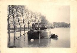 Photo Bateau - Péniche à Quai Durant Inondations - Marchienne - Boats