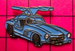 SP16 Pin's Pins / Beau Et Rare / THEME : AUTOMOBILES / MERCEDES BLEUE A AILES PAPILLON ANNEES 50/60 - Mercedes