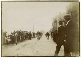 Course Cycliste à Villers-sur-Mer (Calvados). Normandie. Villas. Tirage Citrate Circa 1900. - Old (before 1900)