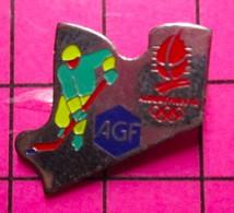 SP16 Pin's Pins / Beau Et Rare / THEME : JEUX OLYMPIQUES / ASSURANCES AGF ALBERTVILLE 92 HOCKEY SUR GLACE - Giochi Olimpici