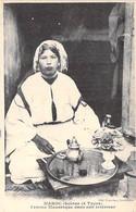 MAROC Morroco - ( Scène Et Types ) Femme Mauresque Dans Son Intérieur - CPA - Maghreb Afrique Du Nord MILITARIA - Sin Clasificación