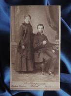 Photo CDV Jungmann à Basel  Bale Jeune Fille Posant La Main Sur L'épaule D'un Jeune Homme Assis  CA 1880-85 - L556 - Old (before 1900)