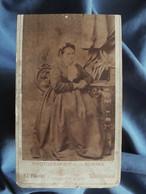Photo CDV Jungmann à Basel  Femme Corpulente Assise  Coiffe Nouée  CA 1875 - L556 - Old (before 1900)