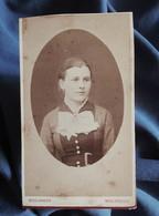 Photo CDV Boulanger à Mulhouse  Portrait Jeune Femme  Jabot  CA 1880-85 - L556 - Old (before 1900)