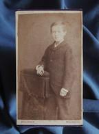 Photo CDV Boulanger à Mulhouse  Jeune Garçon  Prie-Dieu  CA 1880 - L556 - Old (before 1900)