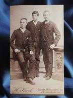 Photo CDV Hack à Strasbourg  Trois Jeunes Hommes élégants  CA 1880-85 - L556 - Old (before 1900)