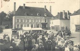 CPA Cercy-la-Tour La Place Un Jour De Marché - Altri Comuni