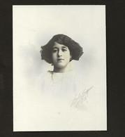 Fotografia Antiga De Jovem Senhora, Assinada Pelo Fotografo CARLOS VASQUES / Chiado / Lisboa / PORTUGAL 1918 - Old (before 1900)
