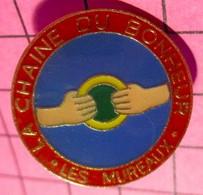 621 Pin's Pins / Beau Et Rare / THEME : ASSOCIATIONS / LA CHAINE DU BONHEUR LES MUREAUX - Associazioni