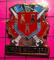 SP05 Pin's Pins / Beau Et Rare / THEME : POMPIERS / SAPEURS POMPIERS TROIS MOUTIERS BLASON ECUSSON ARMOIRIES - Pompieri