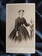 Photo CDV G. Berthault à Angers -  Second Empire Jeune Femme, Circa 1865-70 L551C - Old (before 1900)