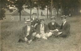 CARTE PHOTO - 60 OISE SENLIS GROUPE DE JEUNES HOMMES 1913 - Senlis