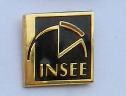 GP301 Pin's INSEE Logo PETIT Modèle 12 Mm  X 12 Mm Qualité Egf Achat Immédiat - Amministrazioni