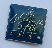 GP310 Pin's LA SCIENCE EN FETE 1992 Achat Immédiat - Amministrazioni