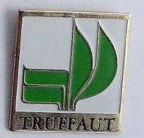 GP311 Pin's TRUFFAUT Logo Spécialiste Nature Jardin Animaux Maison Achat Immédiat - Amministrazioni