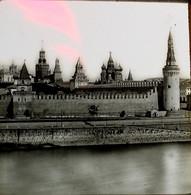 RUSSIE MOUSCOU  - PLAQUE DE VERRE  MURAILLE DU  KREMLIN     3 SCANS - Diapositivas De Vidrio