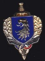 71467- Pin's -Honneur Et Patrie Est Un Mouvement De Résistance  .Militaire.Armée.signé Orcelle. - Militari