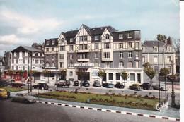 SAINT-BRIEUC - Place Duguesclin (voiture Années 50/60) - Saint-Brieuc