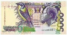SAINT THOMAS & PRINCE - 5000 DOBRAS - 22.10.1996 - P. 65.a - Unc. - Prefix AA - Rei Amador - 5.000 - Sao Tomé Et Principe