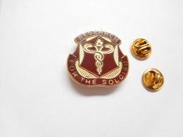 Superbe Pin's Pins En EGF , Armée Militaire , Research For The Soldier , Caducée - Militari