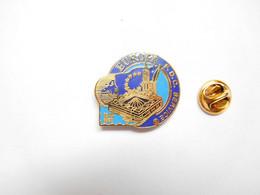 Superbe Pin's Pins En EGF , La Poste , Europa F.D.C. Service , Conseil De L' Europe , Strasbourg , Signé Toledo , N° 033 - Mail Services