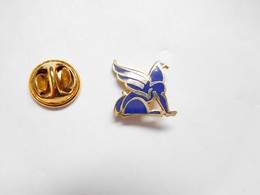 Superbe Pin's Pins En EGF , Banque , Crédit Municipal De Paris  , Signé Mona Liza - Banche
