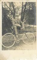 200621 - CARTE PHOTO ALLEMAGNE LAUSHEIM 1908 MILITARIA CYCLISME VELO - Autres